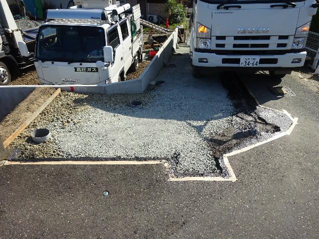 仙北町の家 敷地外周の擁壁工事が進行中。_f0105112_05024240.jpg