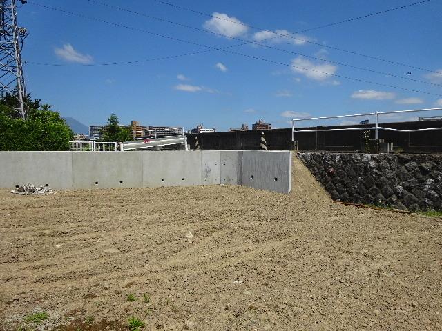 仙北町の家 敷地外周の擁壁工事が進行中。_f0105112_05074500.jpg