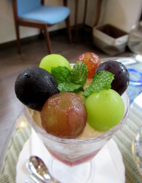 Cafe Patra/カフェパトラ * 9月のぶどうのパフェと栗のロールケーキ♪_f0236260_22191202.jpg