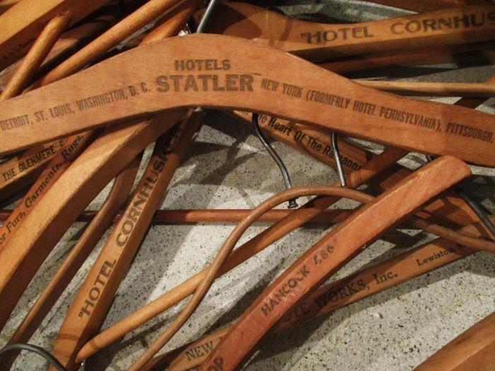 Vintage advertising wood hanger _e0187362_15574431.jpg