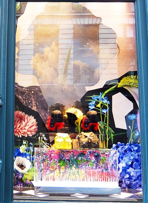 SOHOのお店のショウウィンドウで見かけたお花デザイン_b0007805_07411111.jpg