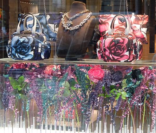 SOHOのお店のショウウィンドウで見かけたお花デザイン_b0007805_07412836.jpg