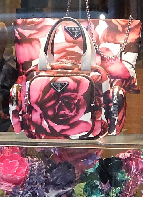 SOHOのお店のショウウィンドウで見かけたお花デザイン_b0007805_07414670.jpg