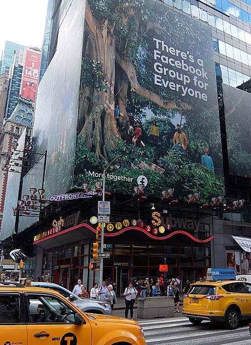 タイムズ・スクエアにBig Tree Seekers(大きな木を探す人々)の巨大看板_b0007805_23215284.jpg