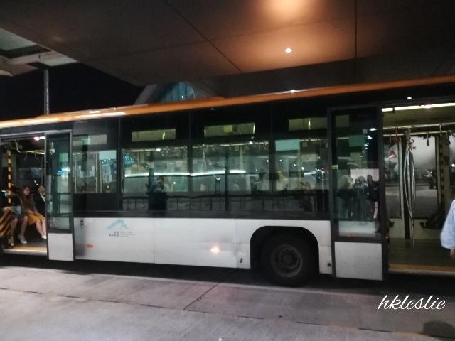 香港國際機場到着_b0248150_05240079.jpg
