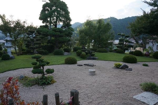 庭は年々変化_e0365880_23031185.jpg