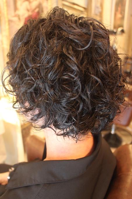 髪に体力があればくるっとしたパーマも。_b0210688_13540955.jpg