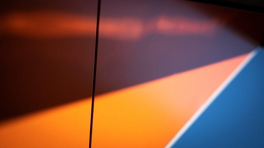 せめぎあうオレンジとブルー_d0353489_08525210.jpg