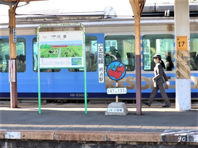 藤田八束の鉄道写真@青森県の鉄道五能線、日本海をはしるリゾート列車「しらかみ」と川辺駅・・・人生いろいろ_d0181492_15442901.jpg
