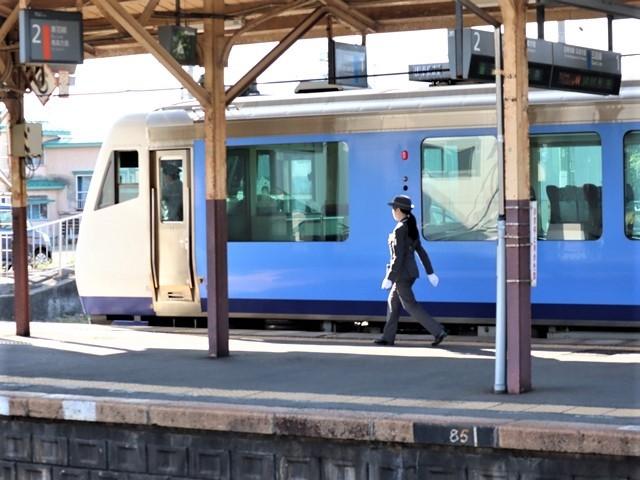藤田八束の鉄道写真@青森県の鉄道五能線、日本海をはしるリゾート列車「しらかみ」と川辺駅・・・人生いろいろ_d0181492_15444211.jpg