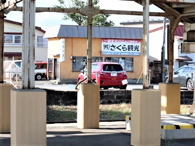 藤田八束の鉄道写真@青森県の鉄道五能線、日本海をはしるリゾート列車「しらかみ」と川辺駅・・・人生いろいろ_d0181492_15593738.jpg