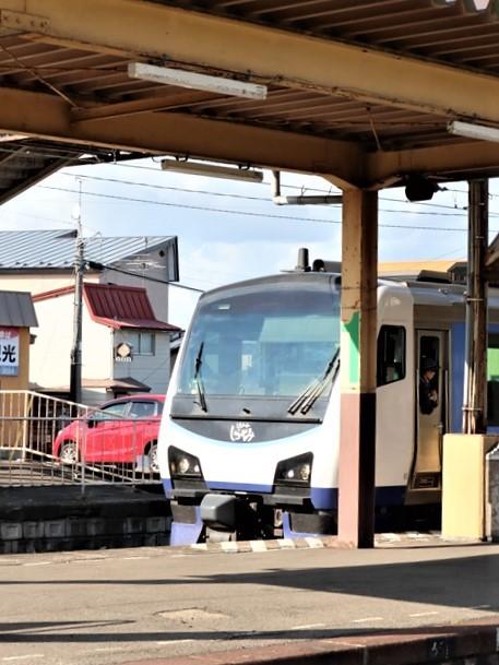 藤田八束の鉄道写真@青森県の鉄道五能線、日本海をはしるリゾート列車「しらかみ」と川辺駅・・・人生いろいろ_d0181492_15594882.jpg