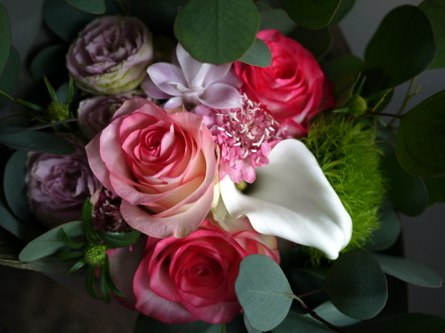 お誕生日の女性への花束。「バラを入れて」。2019/09/29。_b0171193_18515201.jpg