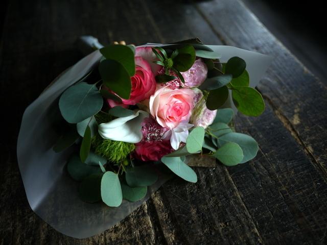 お誕生日の女性への花束。「バラを入れて」。2019/09/29。_b0171193_18515771.jpg
