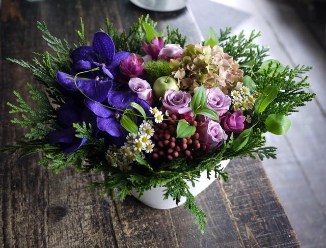 古希の女性へのお祝いアレンジメント。「紫系」。2019/09/29。_b0171193_18541345.jpg