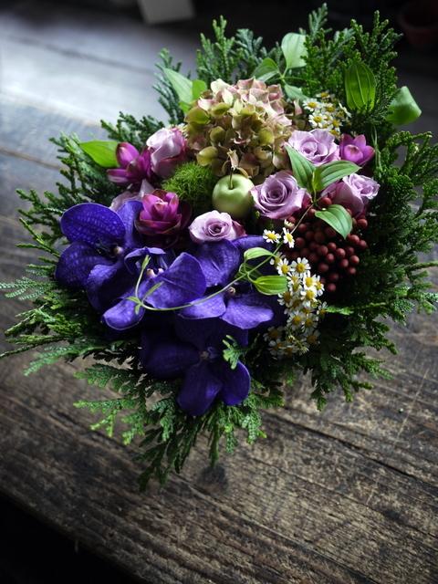古希の女性へのお祝いアレンジメント。「紫系」。2019/09/29。_b0171193_18541574.jpg