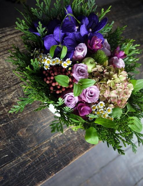 古希の女性へのお祝いアレンジメント。「紫系」。2019/09/29。_b0171193_18541626.jpg