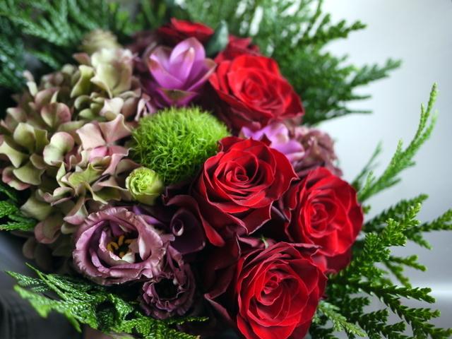 お誕生日の女性への花束。赤系。2019/09/29。_b0171193_18561838.jpg