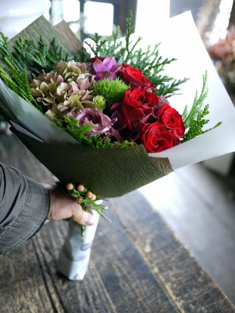 お誕生日の女性への花束。赤系。2019/09/29。_b0171193_18561996.jpg