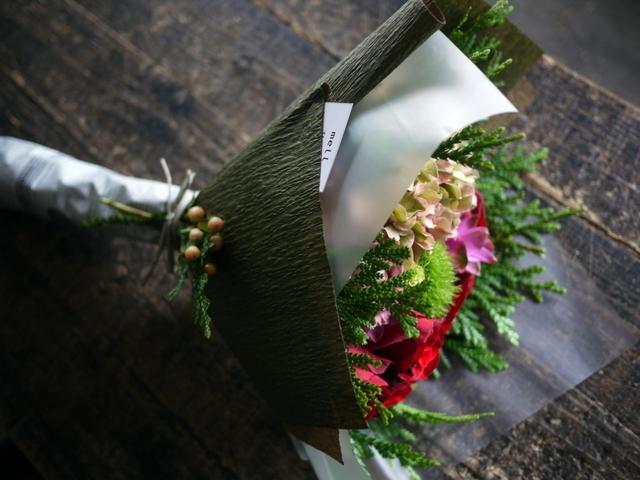 お誕生日の女性への花束。赤系。2019/09/29。_b0171193_18562285.jpg