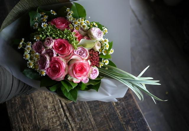 お誕生日の女性への花束。ピンク系。2019/09/29。_b0171193_18570661.jpg