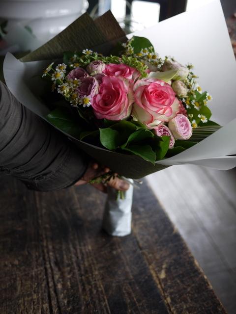 お誕生日の女性への花束。ピンク系。2019/09/29。_b0171193_18570964.jpg