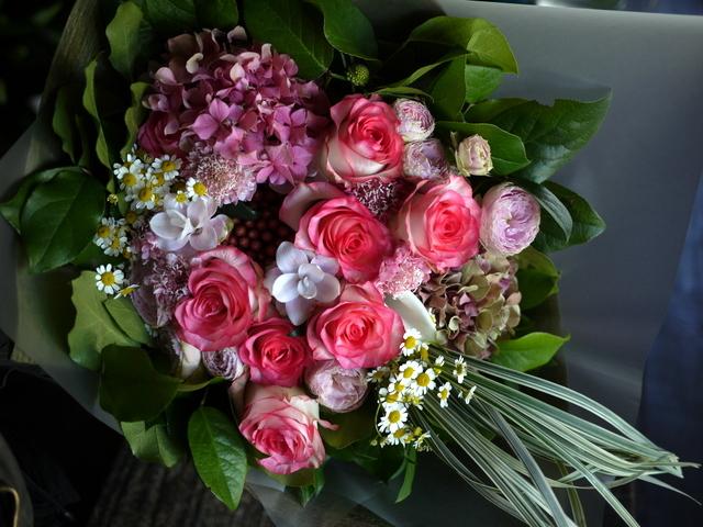女性へのプレゼントの花束。2019/09/29。_b0171193_18583548.jpg