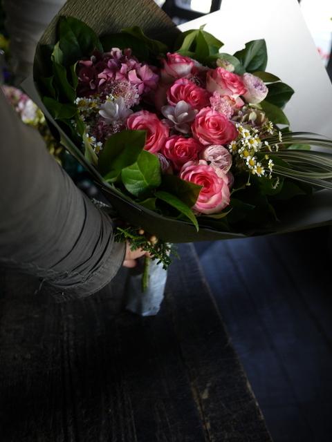 女性へのプレゼントの花束。2019/09/29。_b0171193_18584024.jpg