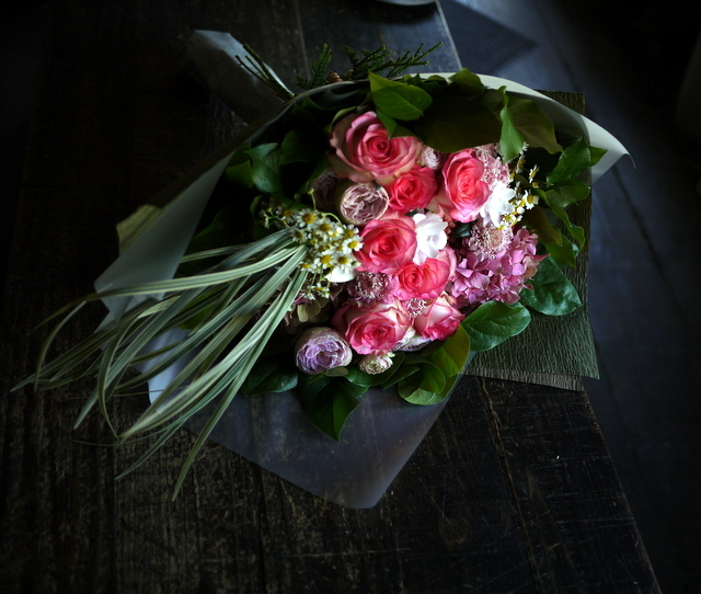 女性へのプレゼントの花束。2019/09/29。_b0171193_18584372.jpg