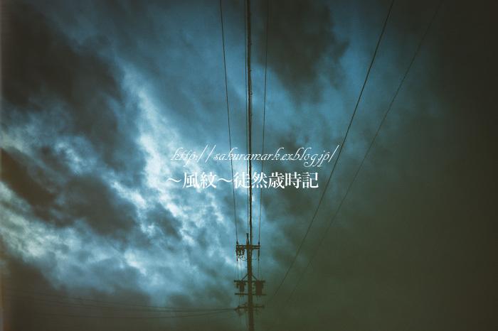 暗雲たれこめる夕空。_f0235723_19081994.jpg