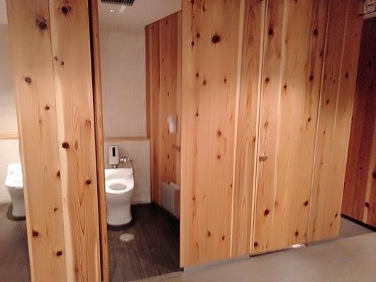 一つ一つ違うトイレ_c0162128_20173608.jpg