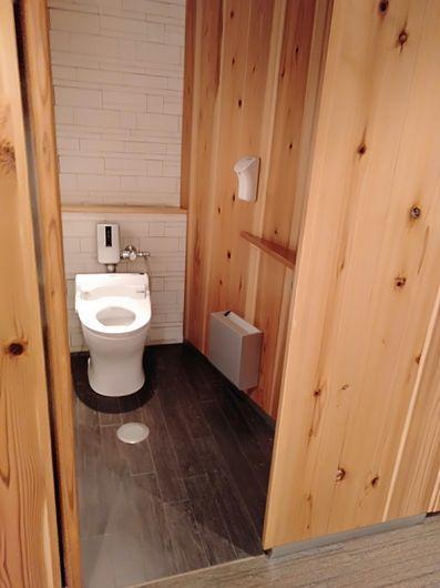 一つ一つ違うトイレ_c0162128_20180218.jpg