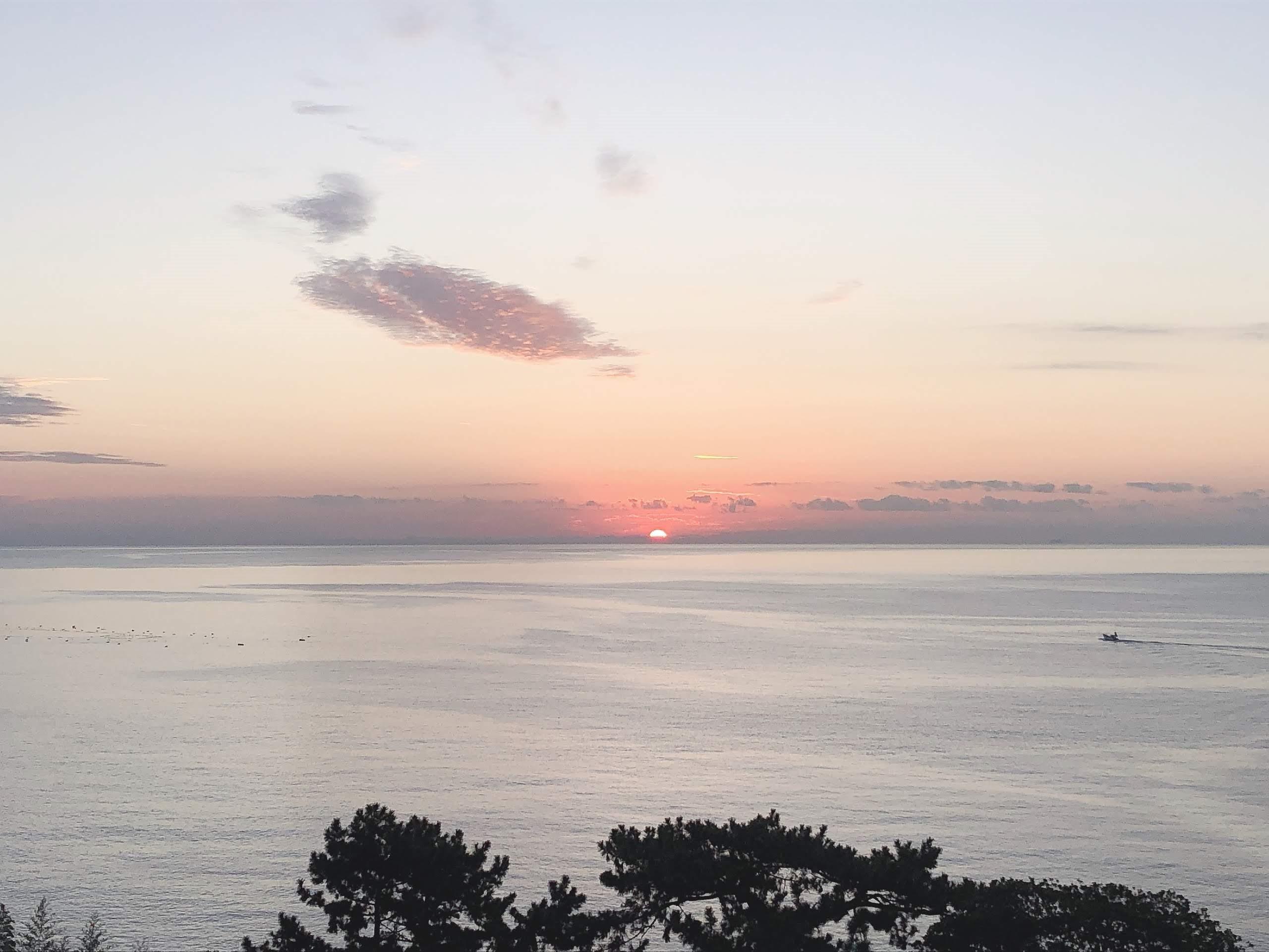 《空と雲》真っすぐに美しく輝きながら届く光の帯が…。~熱海の朝日が凄かった!~_b0298740_00313107.jpg