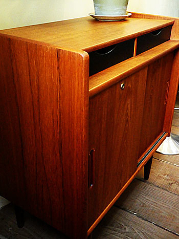 Cabinet_c0139773_23243057.jpg