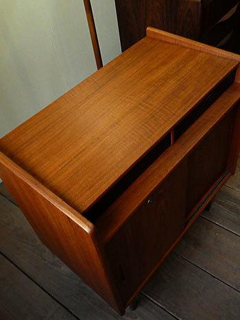 Cabinet_c0139773_23250216.jpg
