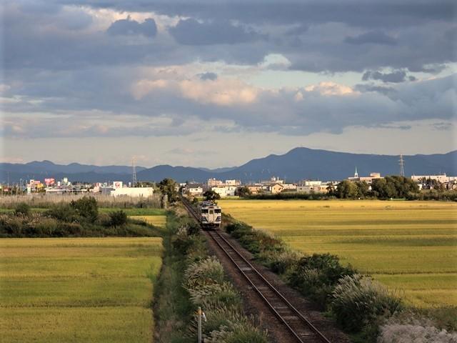 藤田八束の鉄道写真@秋深まる素敵な五能線、ローカル列車から若者たちの声が聞こえてくる_d0181492_22393651.jpg