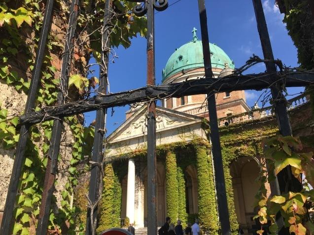 ヨーロッパでいちばん美しい墓地_b0366211_07102140.jpeg