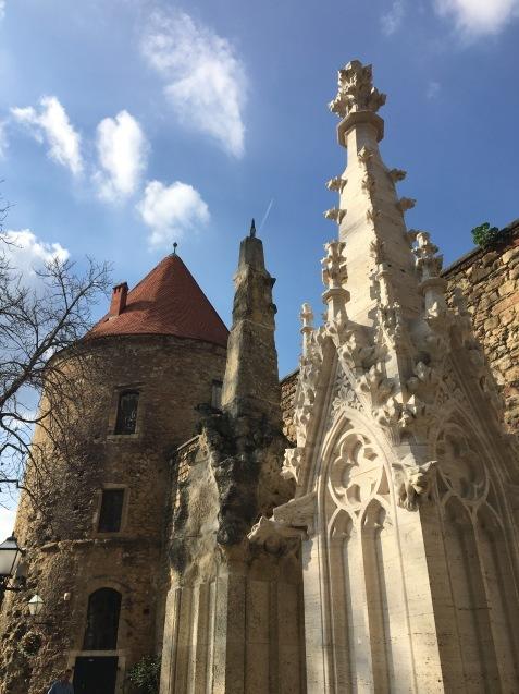 ヨーロッパでいちばん美しい墓地_b0366211_09064674.jpeg