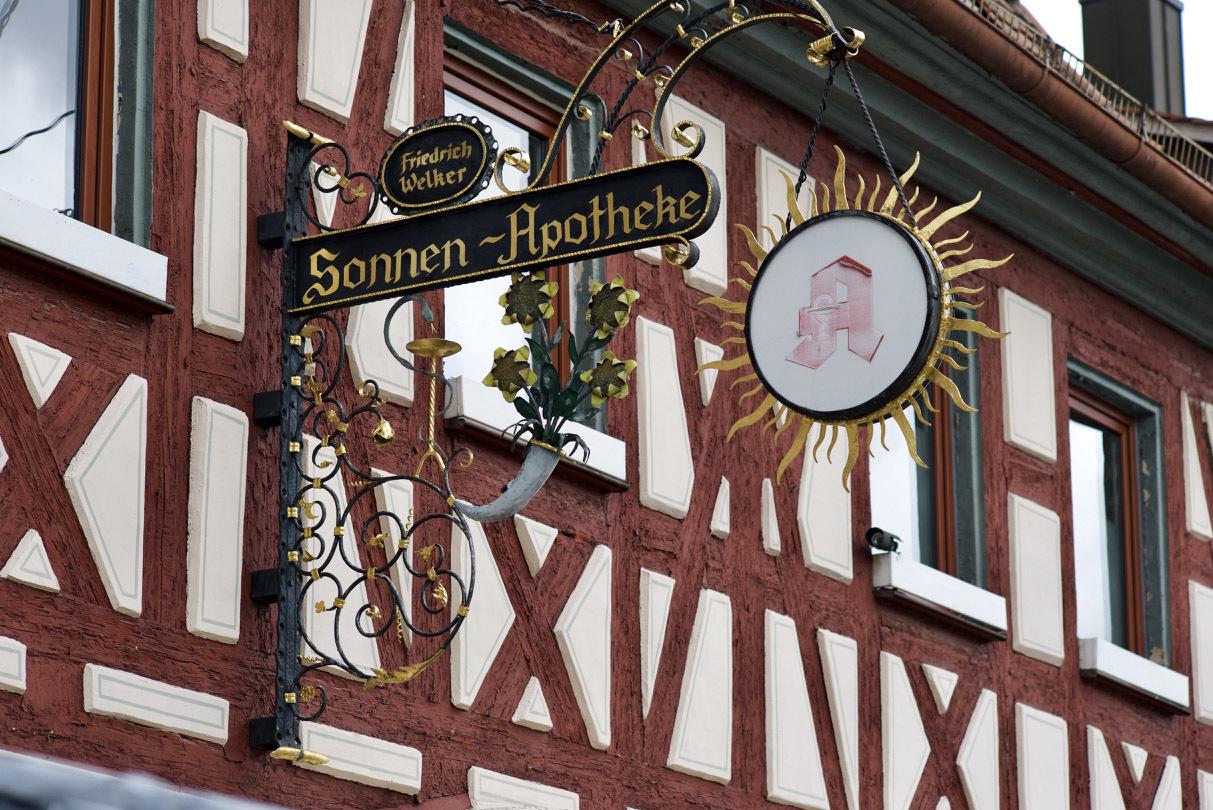 古い町並みの文字と看板(2)Herzogenaurach_e0175918_04042456.jpg