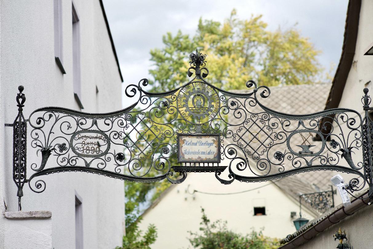 古い町並みの文字と看板(2)Herzogenaurach_e0175918_04222077.jpg