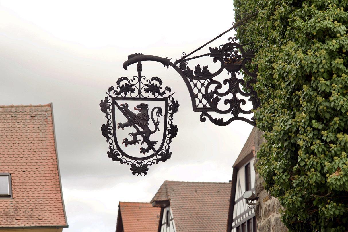 古い町並みの文字と看板(2)Herzogenaurach_e0175918_04395490.jpg