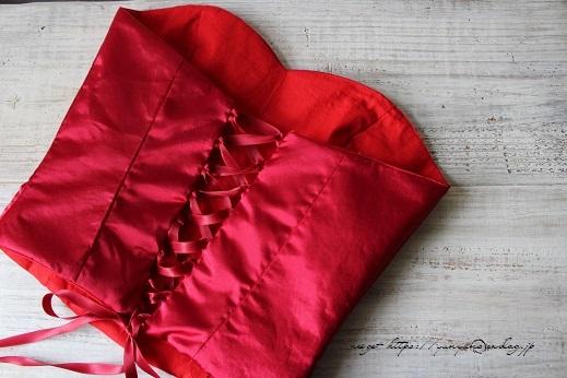 娘の課題制作。ドレスの「ビスチェ」が完成です♪_f0023333_20135238.jpg