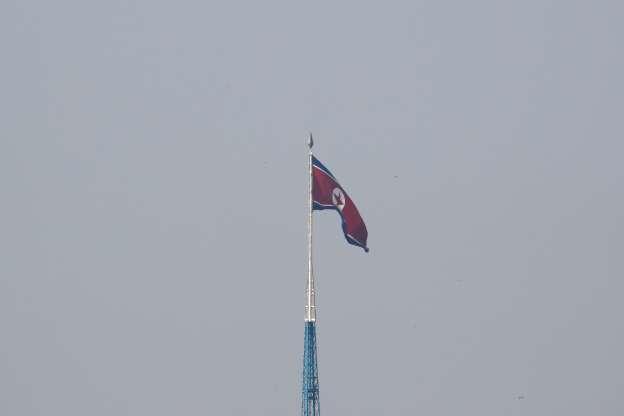 北朝鮮の弾道ミサイル、1発は島根県沖の排他的経済水域内に落下=菅官房長官 _b0064113_8343249.jpg