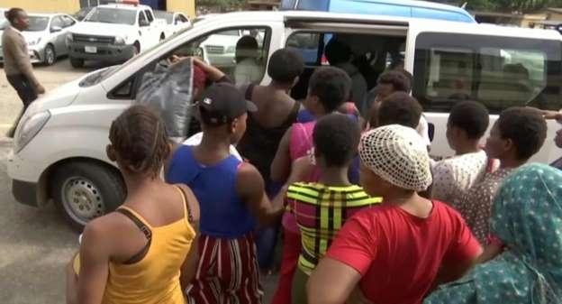 ナイジェリアで人身売買 「赤ちゃん工場」摘発 _b0064113_8402346.jpg