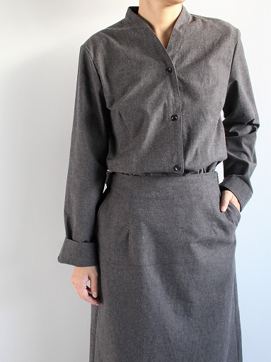 THE HINOKI Cotton Horse Cloth Collarless Dress / Charcoal Brown_b0139281_1392145.jpg