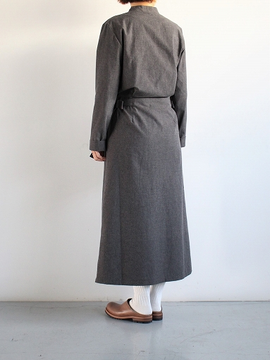 THE HINOKI Cotton Horse Cloth Collarless Dress / Charcoal Brown_b0139281_1393026.jpg