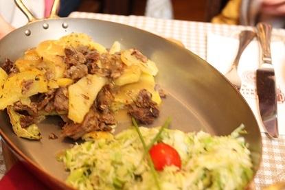 南チロルの肉じゃが料理「グロステル」_a0154793_21590873.jpg