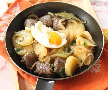 南チロルの肉じゃが料理「グロステル」_a0154793_22035860.jpg