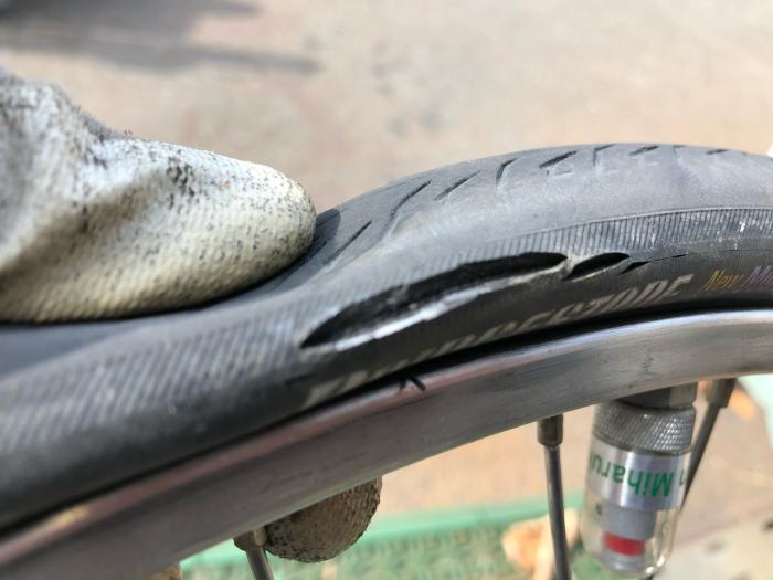 チューブもタイヤも交換になっちゃいます。_e0126901_10191922.jpg