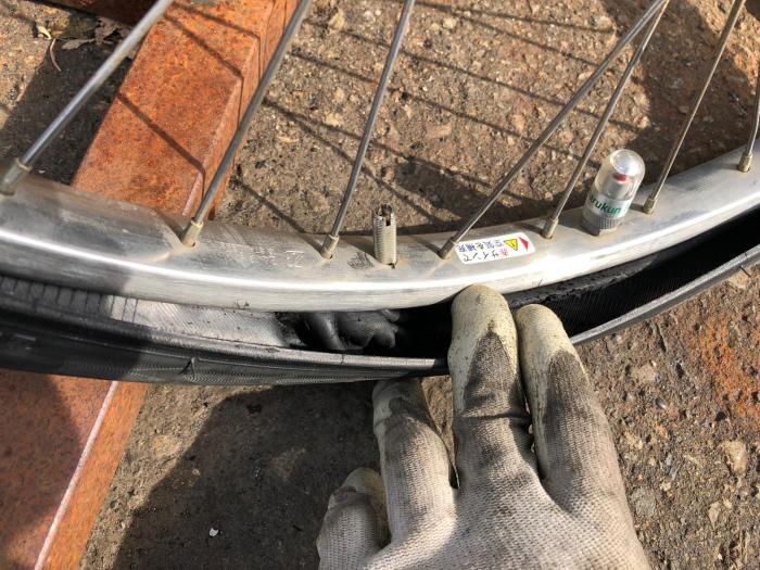 チューブもタイヤも交換になっちゃいます。_e0126901_10263352.jpg